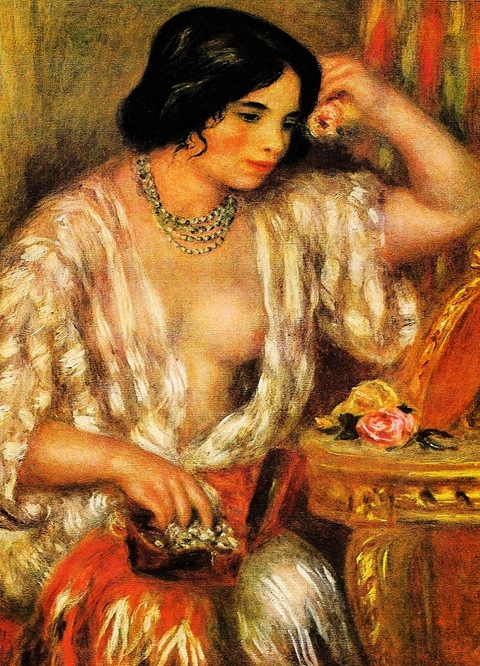 Gabrielle-Wearing-Jewelry-1910