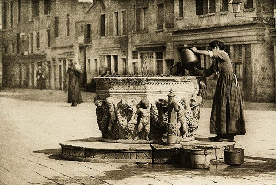 Alfred Stieglitz - A Venetian Well, 1894