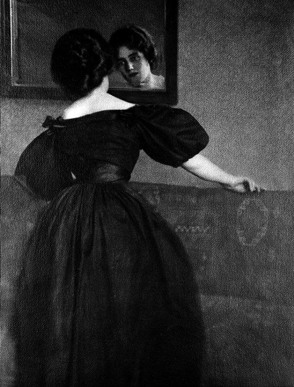 kuehn-anna-with-mirror-1903