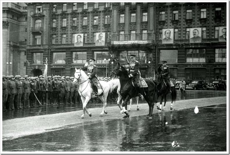 Жуков и Рокосовский на параде победы