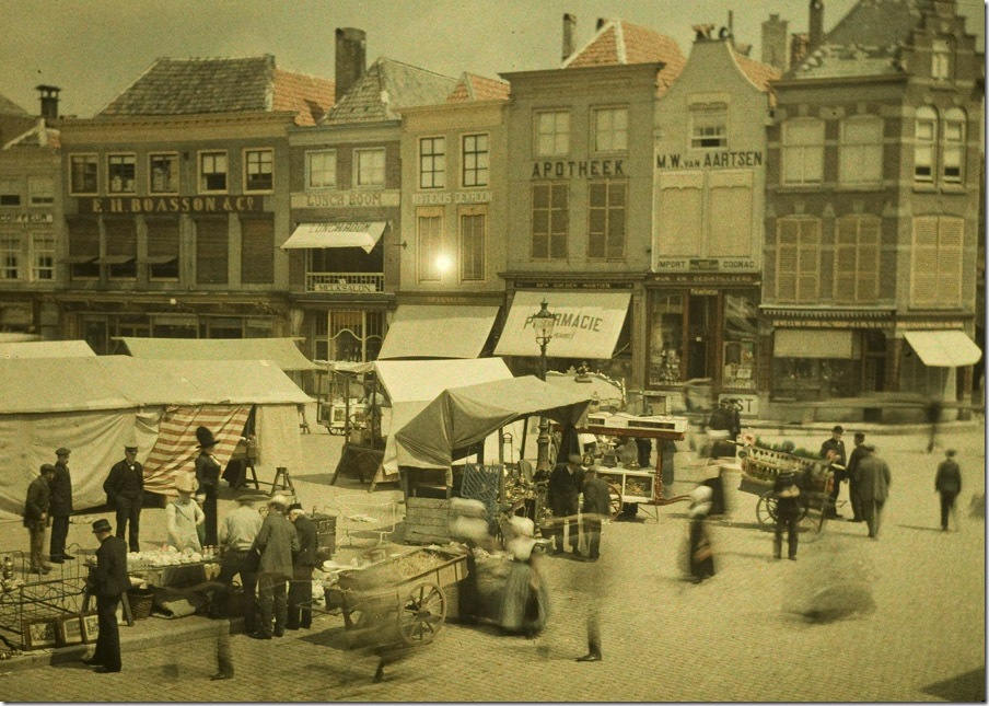 Charles Corbet, Marketday at Middelburg (NL) - c. 1910, autochrome 9 x 12