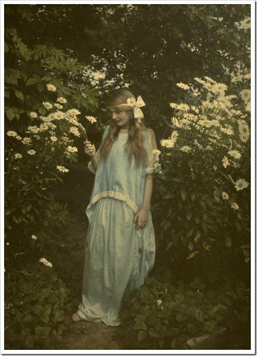 Alfonse Van Besten, Young girl amidst marguerites 1912