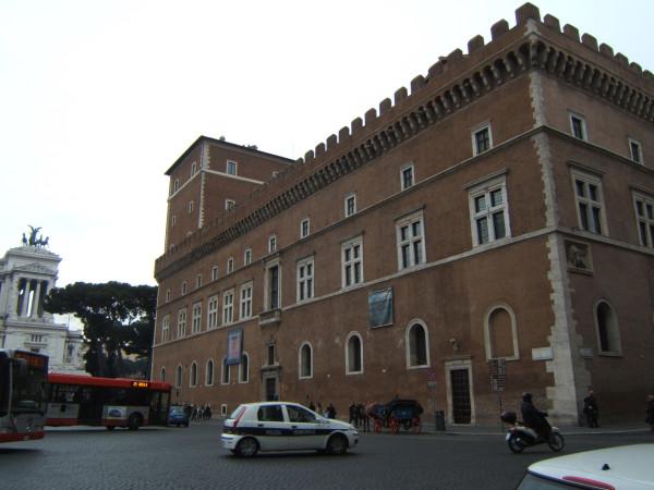 800px-Roma-palazzovenezia02