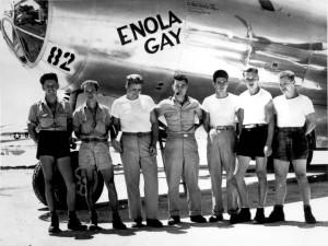 B-29_Enola_Gay_w_Crews.jpg