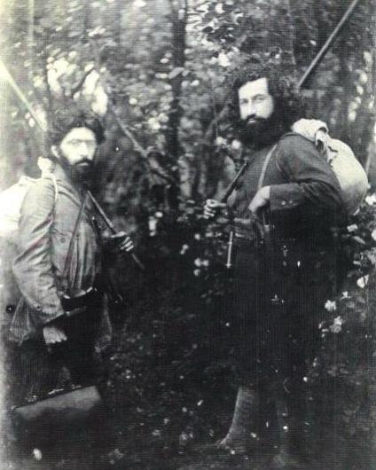 Мирза Кучек-хан и его соратник, доктор Хешмат