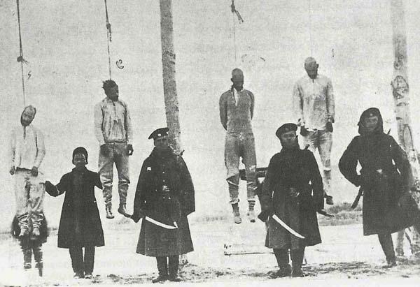 Русские фактически управляли Тебризом. Казнь иранских революционеров казаками в Тебризе (1909)