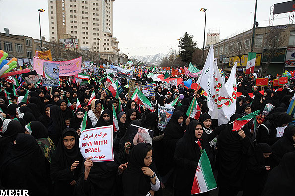 Жители Мешхеда празднуют годовщину Исламской революции