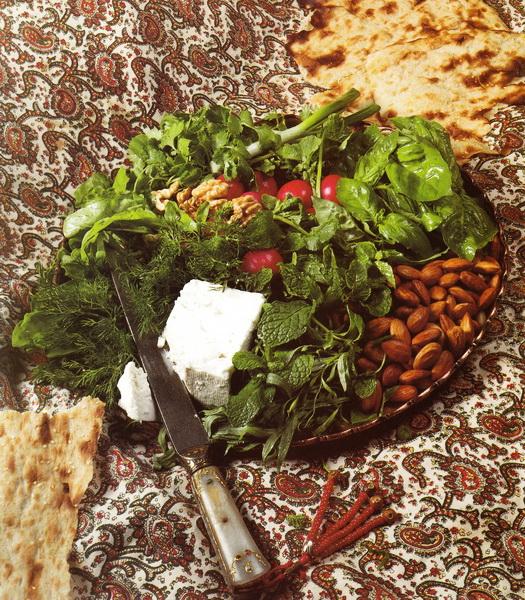 Хлеб с соленым сыром (брынзой) и зеленью (Нан-о-Панир-о-Сабзи)