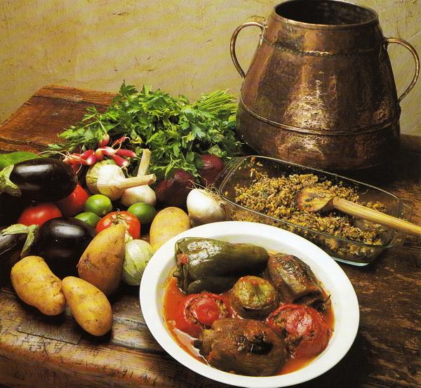 Фаршированный зеленый перец, баклажаны и помидоры (Дольме)