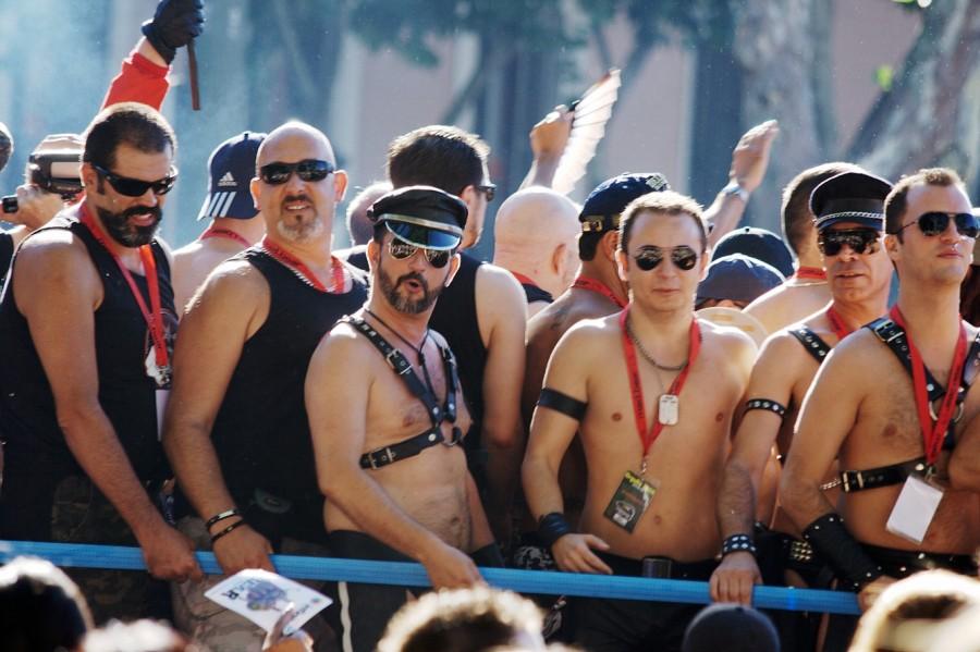 В Киеве отменен парад 9 мая, но на день города запланирован гей-парад киев,