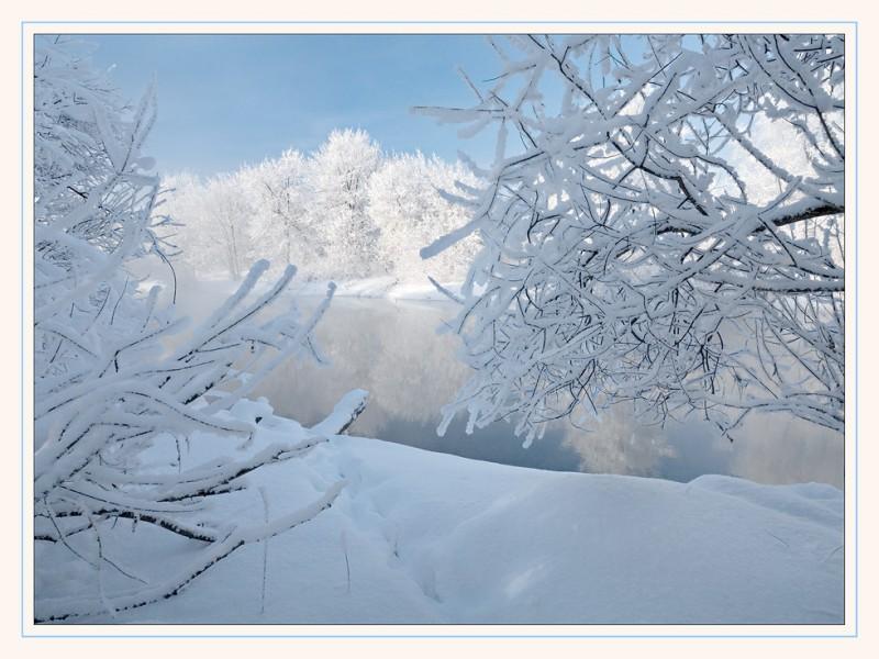 снег много