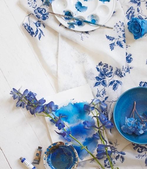 голубое с белым