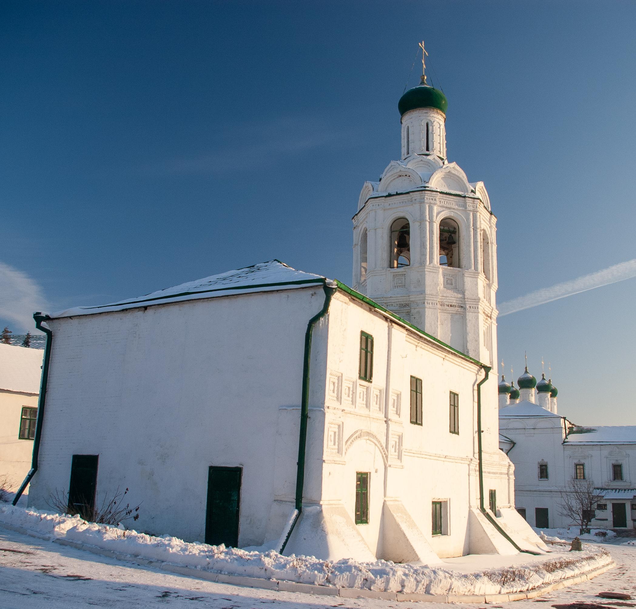 В левой части кадра к колокольне пристыковывался Собор.