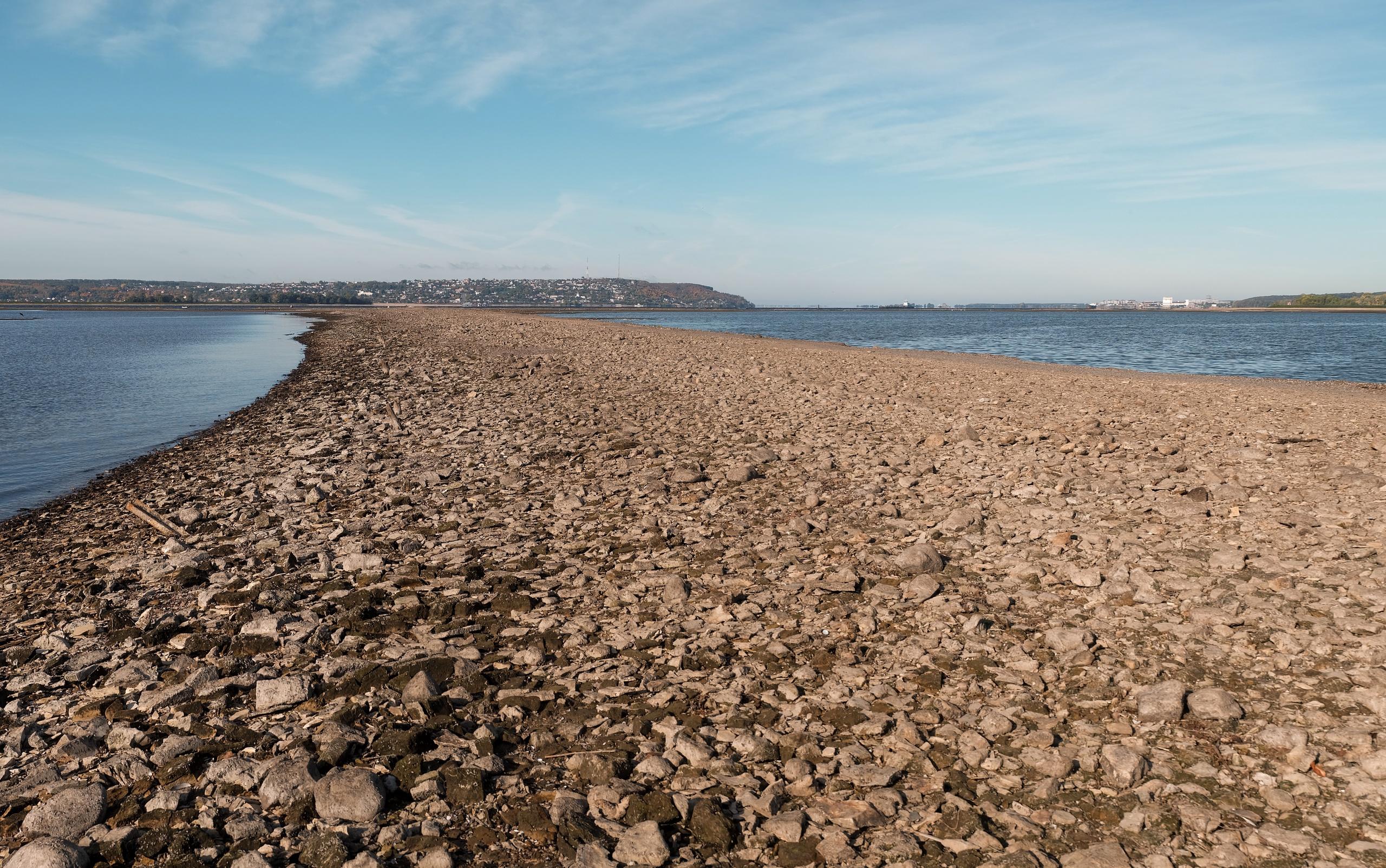Вид на дорогу, Волгу и с. Верхний Услон. Уровень воды 50,82 м. 19.09.2021