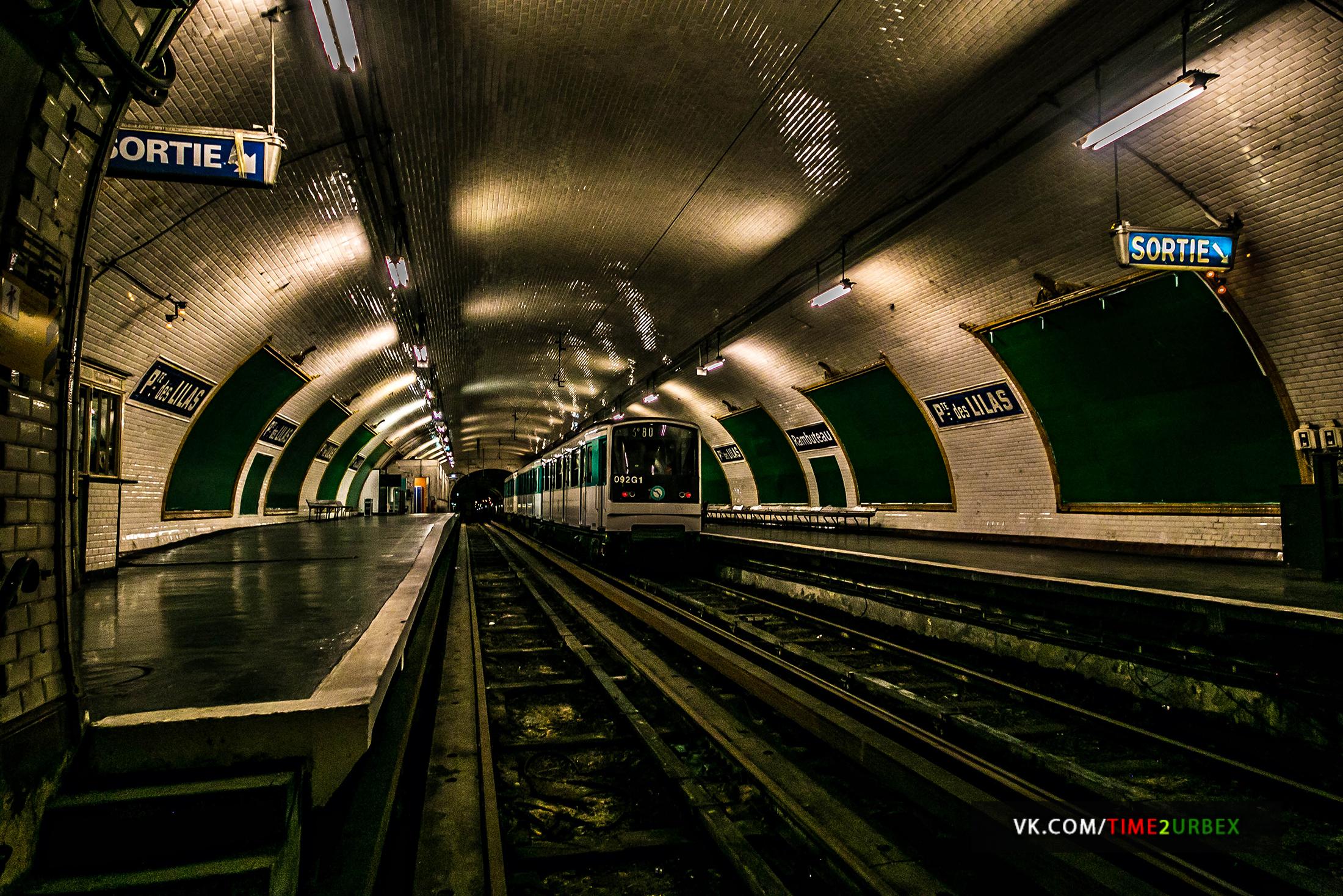 Попасть в тоннель метро