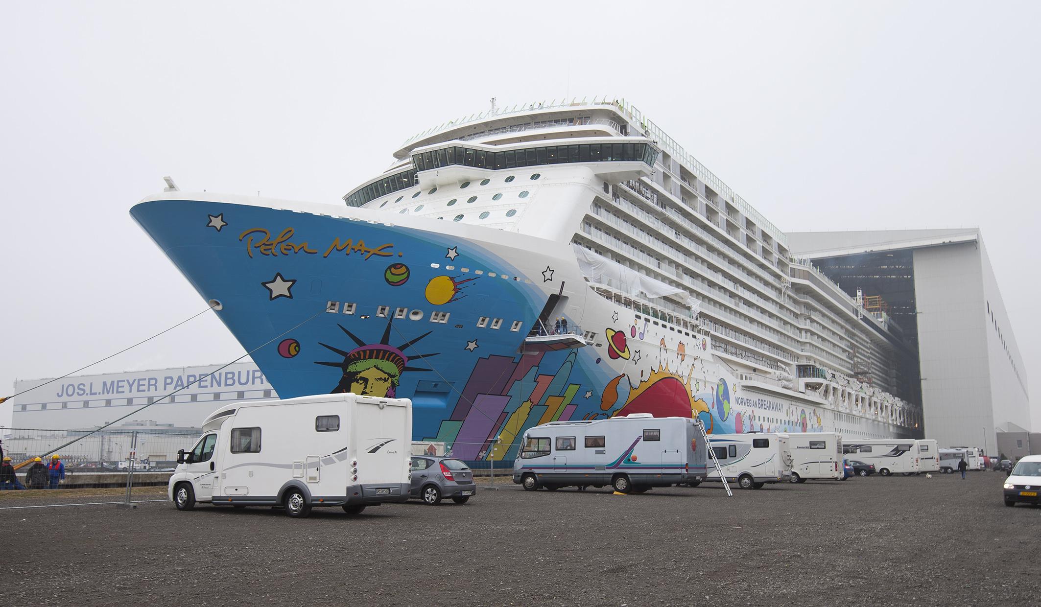 Norwegian-Breakaway_Ausdocken_Meyer-Werft-3