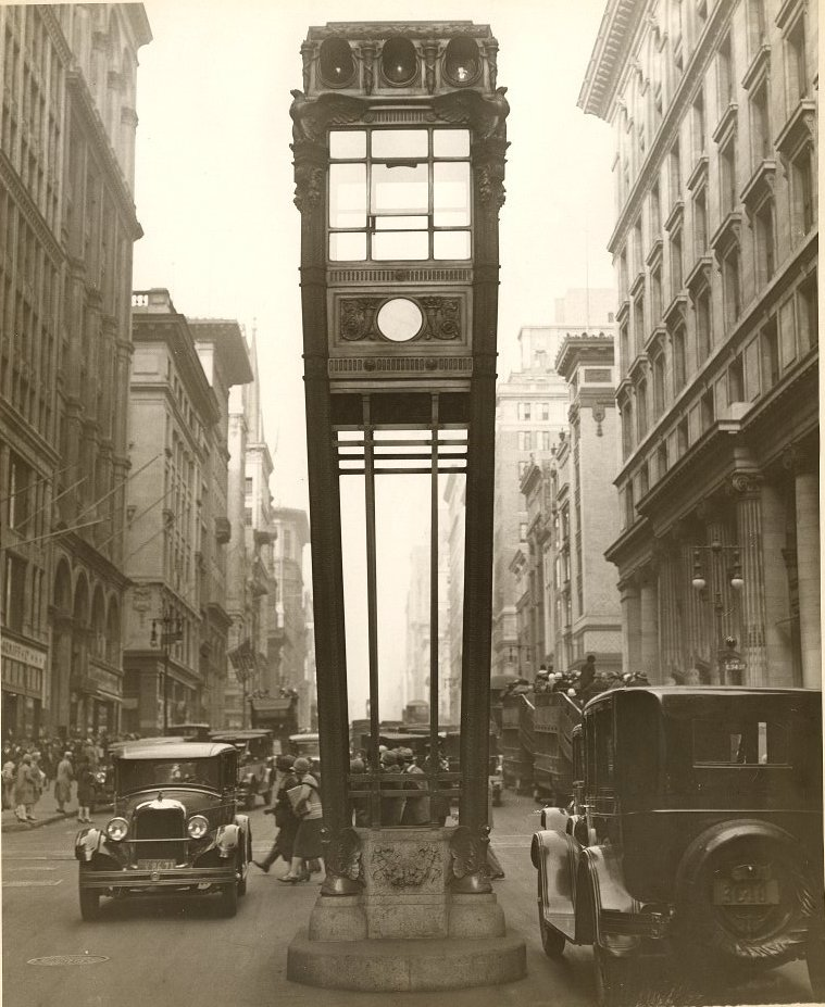NYC-Fifth-Avenue-Traffic-tower-1922