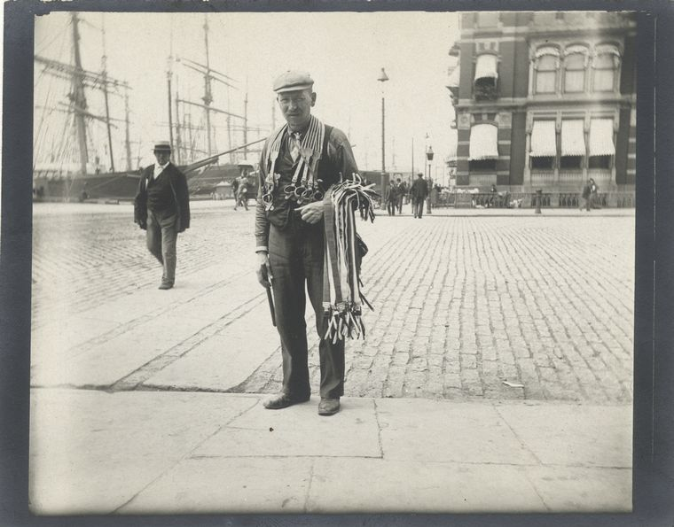 Peddler [of suspenders]. (1896)