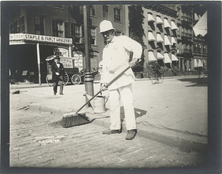 Street sweeper. (1896)