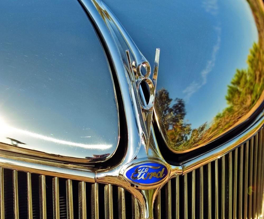 1936 Ford Tudor Deluxe sedan2