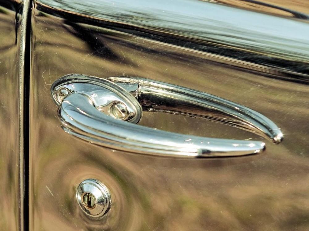 1936 Ford Tudor Deluxe sedan3