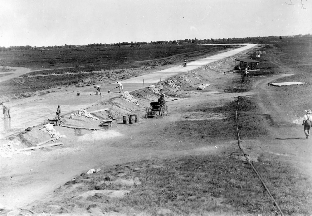 Long Island Motor Parkway Under Construction, 1908 (1)