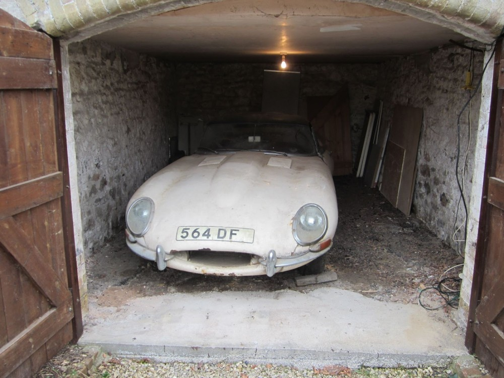 Barn-find E-type