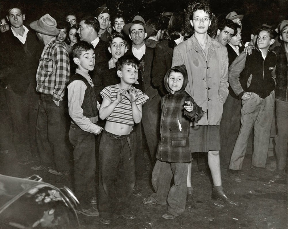 Weegee - At an East Side murder, 1943