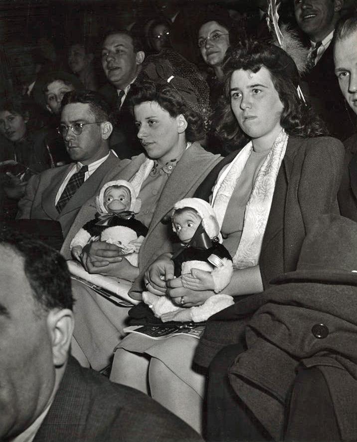 Weegee - Circus audience, ca. 1943
