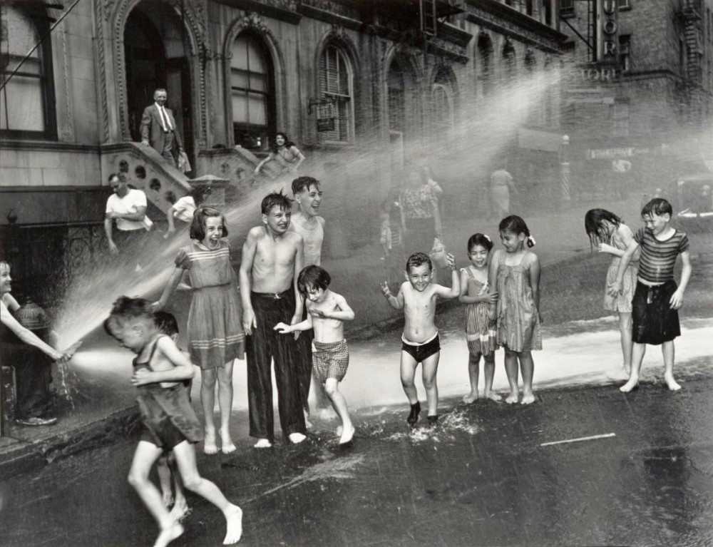 Weegee - Summer on the Lower East Side, 1937