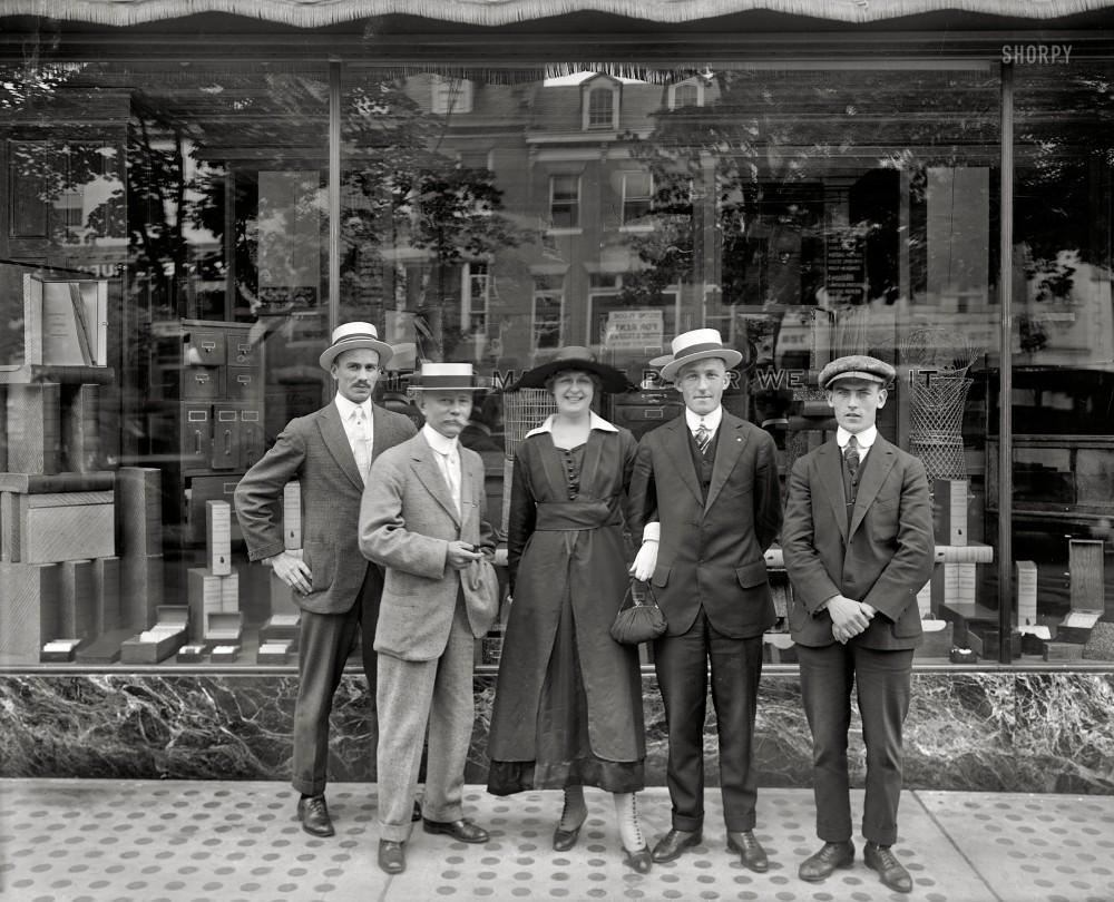 Сотрудники компании Andrews Paper Co. в летней одежде, Вашингтон, 1917 год