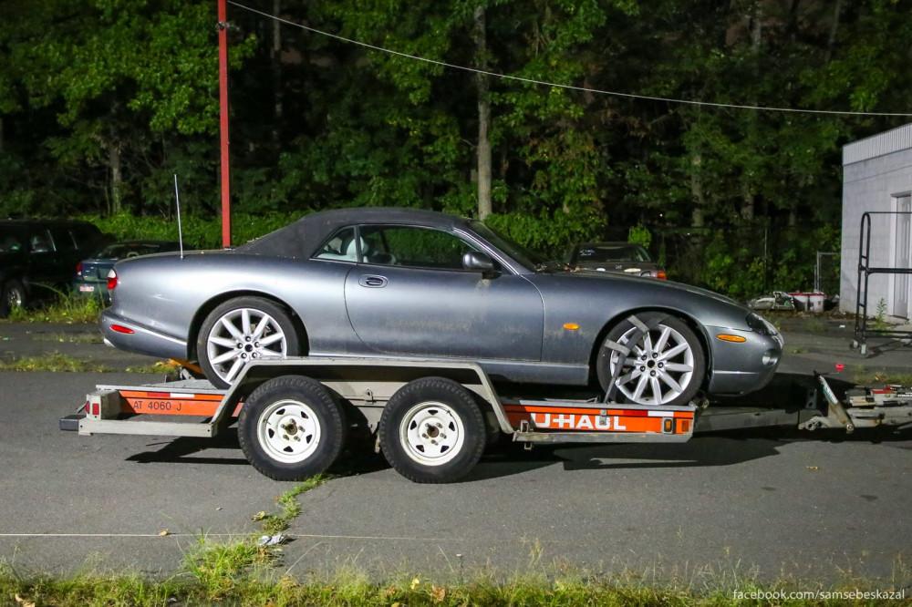 Где-то за городом, очень недорого, папа купил автомобиль Jaguar XK8