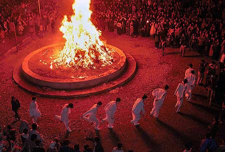 Праздник Саде: вечный огонь прошлого
