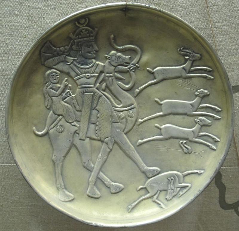 Серебряное блюдо «Бахрам Гур и Азадэ»
