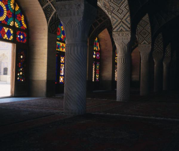 709px-Nasir_al_molk_interior