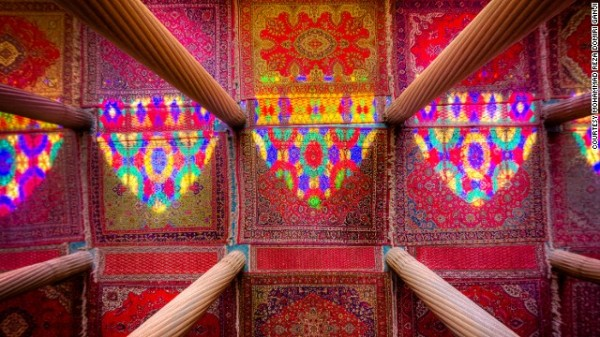 141024164808-amazing-iranian-mosque-photos-6-horizontal-gallery