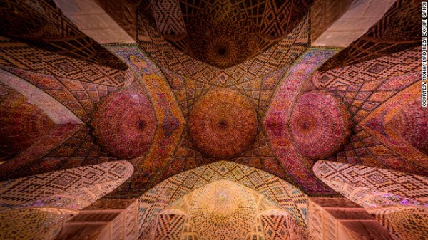 141024164810-amazing-iranian-mosque-photos-5-horizontal-gallery