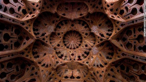 141024164819-amazing-iranian-mosque-photos-3-horizontal-gallery