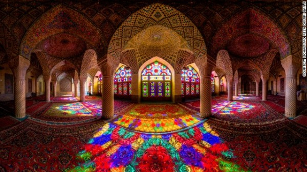 141024172337-amazing-iranian-mosque-photos-16-horizontal-gallery