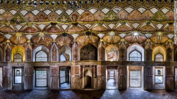 141024172340-amazing-iranian-mosque-photos-17-horizontal-gallery