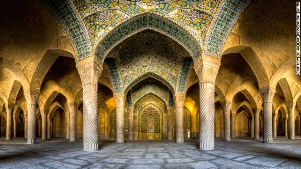 141024174501-amazing-iranian-mosque-photos-horizontal-gallery