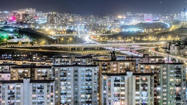 تصاویری-هنرمندانه-از-زیبایی-های-تهران-در-شب-5