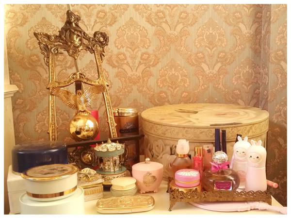makeup-table