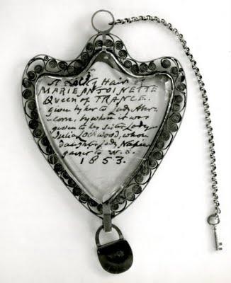 02 медальон с локоном Марии Антуаннеты