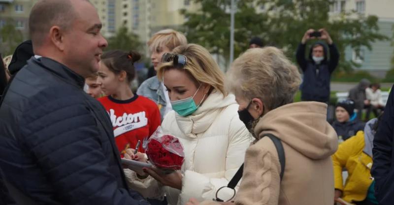 Известная певица Татьяна Буланова пообщалась с петербуржцами в Красносельском районе, обсудив актуальные вопросы