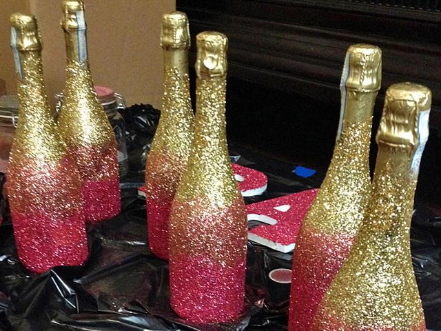 Как украсить бутылку с шампанским на новый