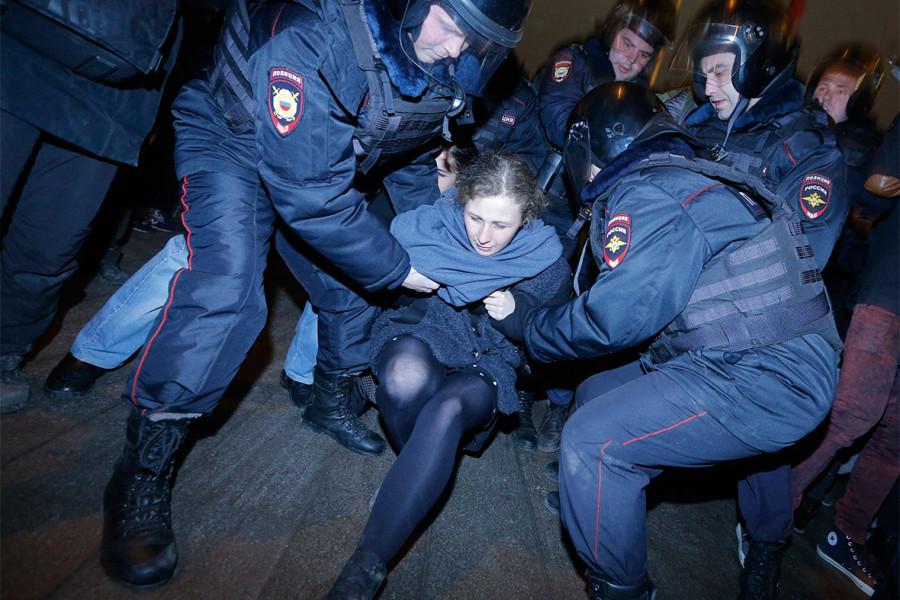 pussy-riot-arrest