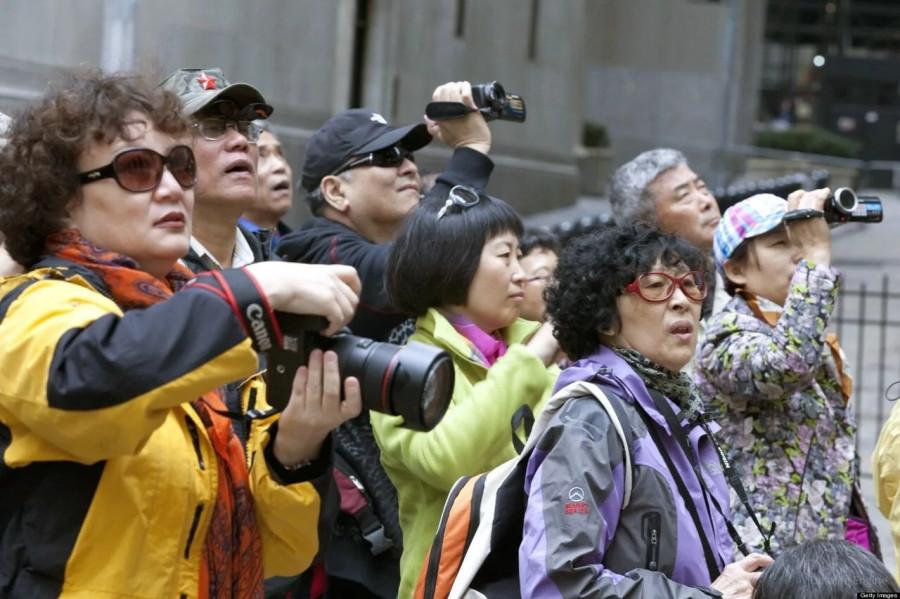 Не улыбайтесь и не оголяйте живот: китайцев предупредили, как не надо вести себя в России