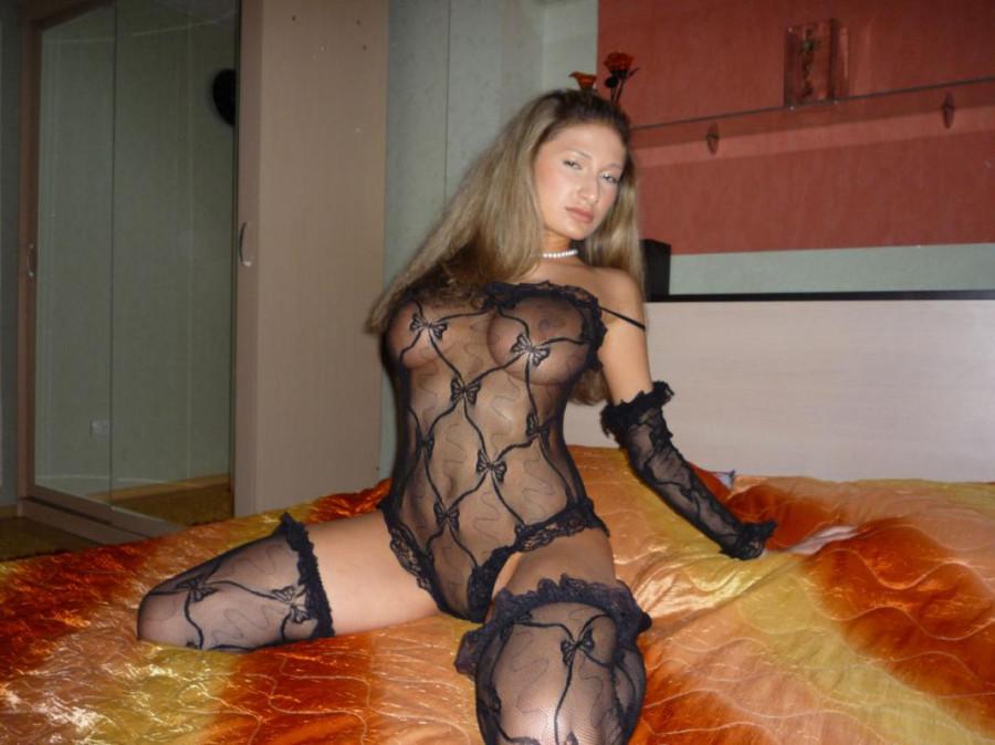 seks-devushki-v-platyah-foto-domashnee-nyu-razvratnie-fotografii-russkih-devushek