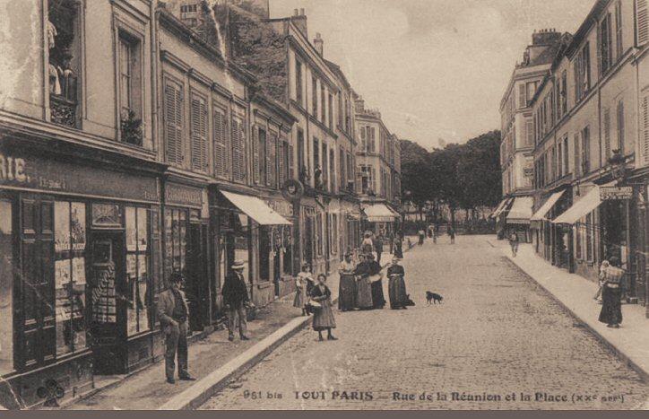 Это часть улицы мало изменилась. В конце на фото площадь, куда я хожу на рынок, в четверг и воскресенье.
